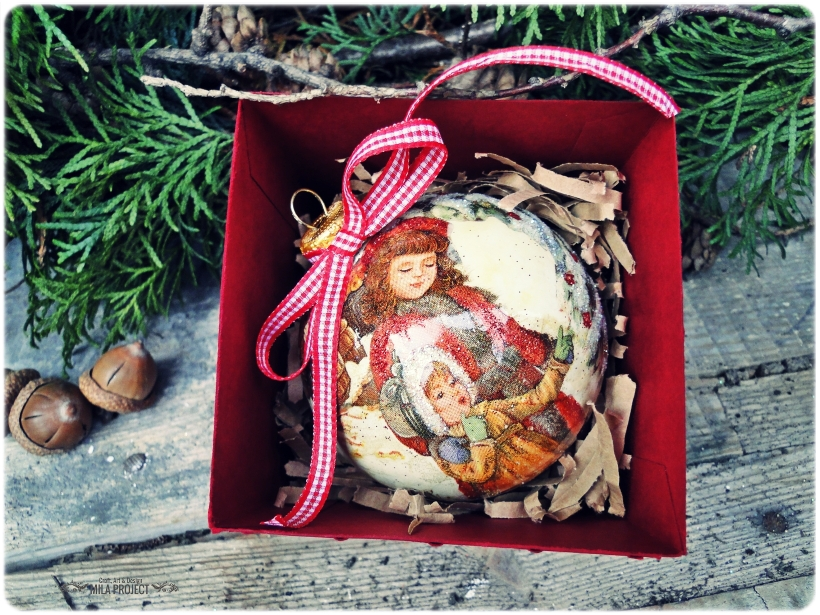 Bombka choinkowa w pudełku Zabawy na śniegu 2014 2