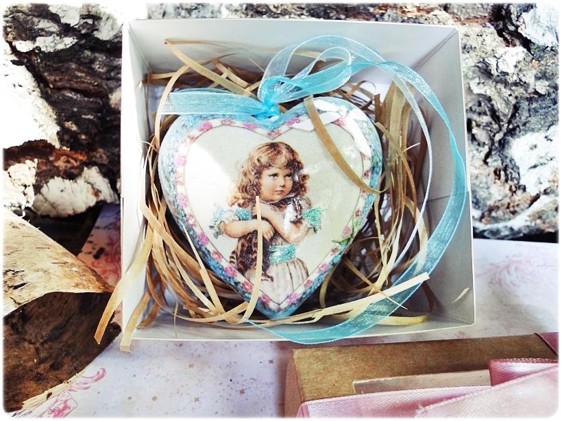 Bombka medalion Dziewczynka z Kotem 6