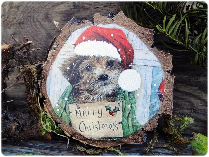 Dekoracja świąteczna na drewnie brzozowym Piesek 1