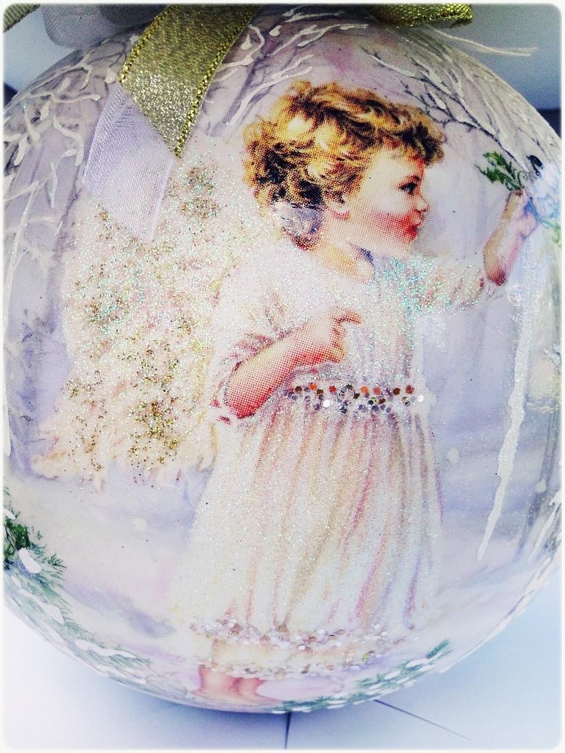 Szklana bombka z okienkiem Anioł w lesie 8