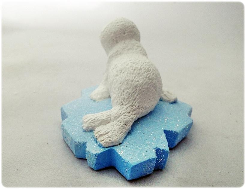 Figurka gipsowa Foka na krze 7