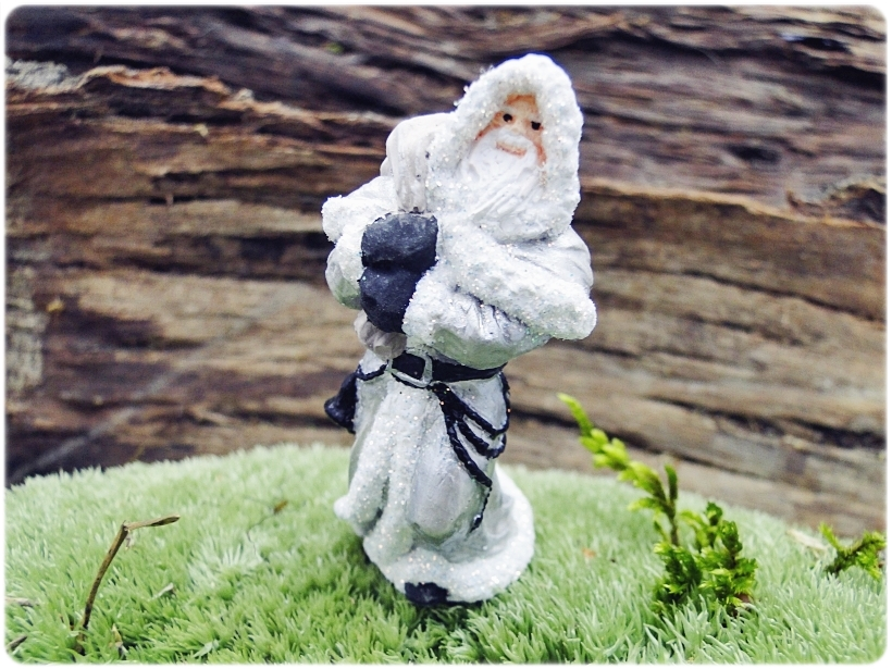 Figurka gipsowa Mikołaj 21