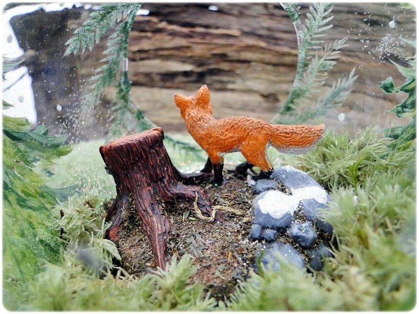 Figurka gipsowa Pień drzewa i skały 4