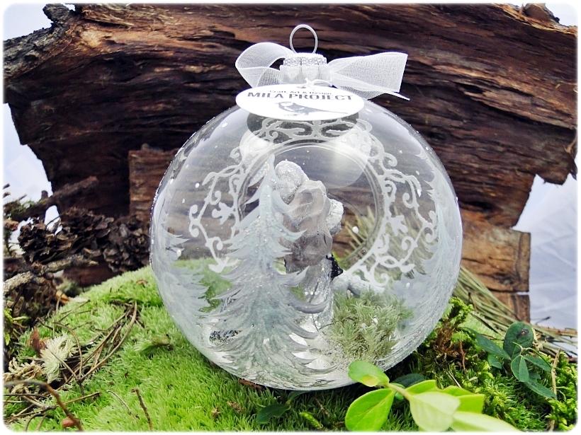 Bombka szklana z miniaturami Mikołaj i biały lis 3
