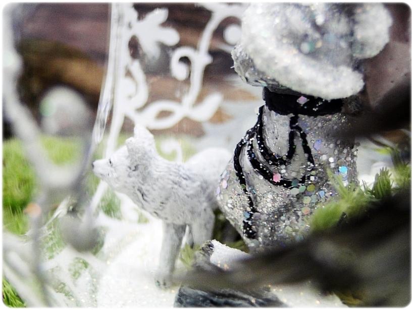 Bombka szklana z miniaturami Mikołaj i biały lis 5