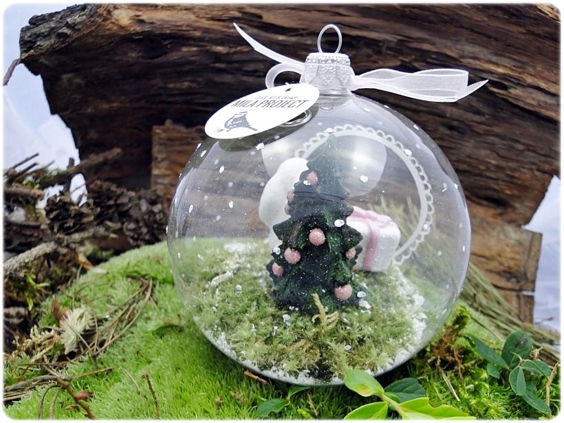 Bombka szklanan z miniaturami Zajączek z prezentem 3