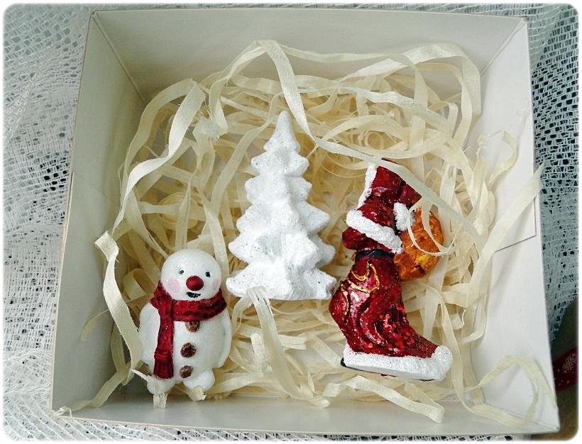 Prezentowy komplet figurek świątecznych 14