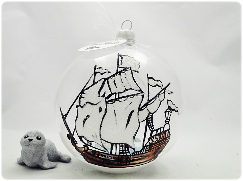 Bombka szklana z miniaturami Foczka na krze 4