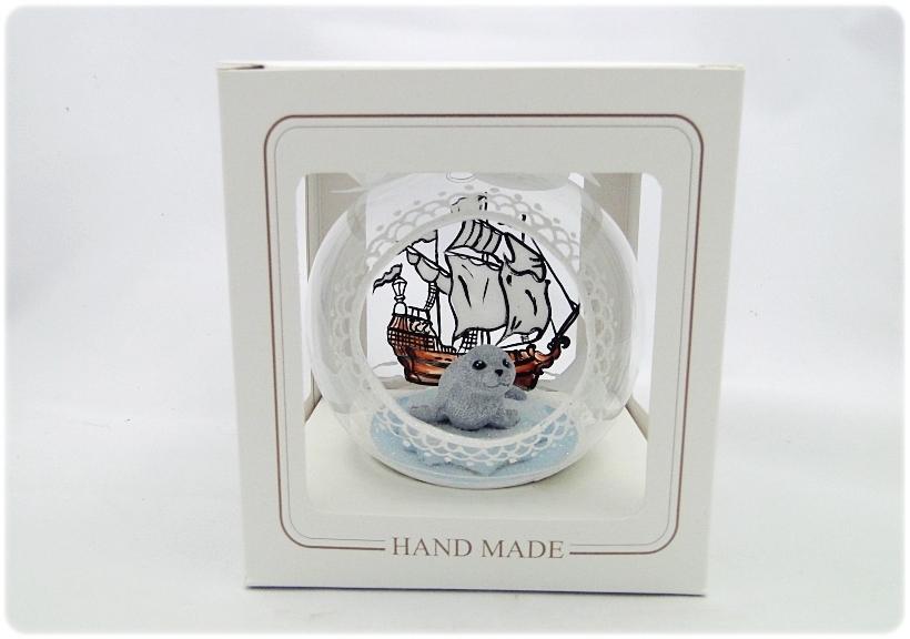 Bombka szklana z miniaturami Foczka na krze 6