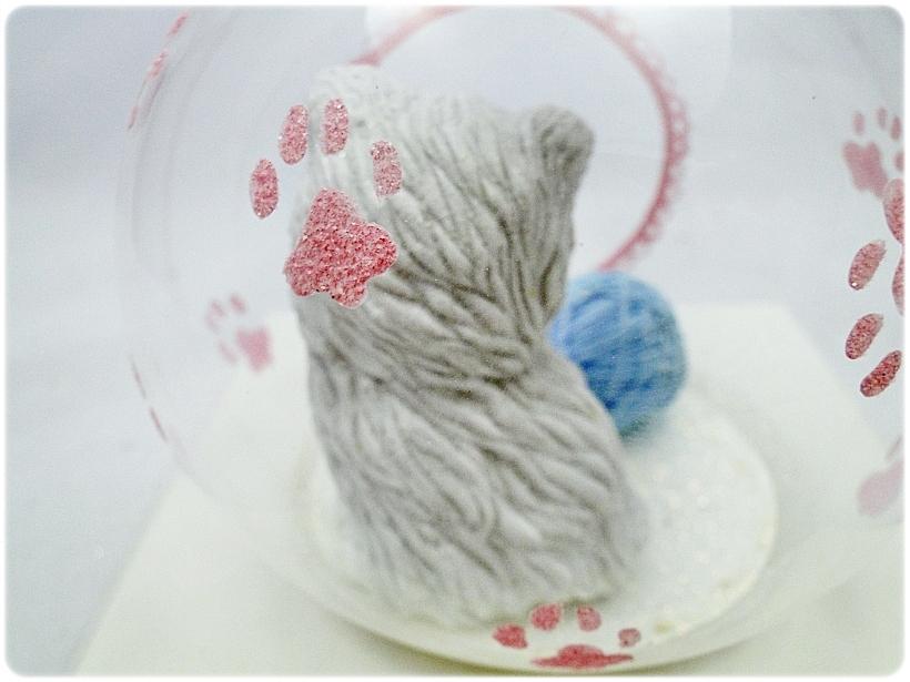 Bombka szklana z miniaturami Kocie łapki (różowa) 5