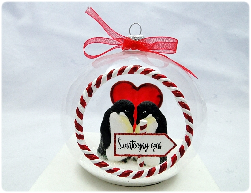 Bombka szklana z miniaturami Zakochane pingwiny 1